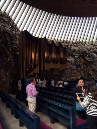 Rock Church: Grande organo della chiesa