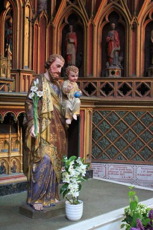 Saint-Omer Cathedral : Holy figure with child