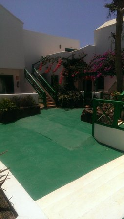 Celeste Apartments: Courtyard