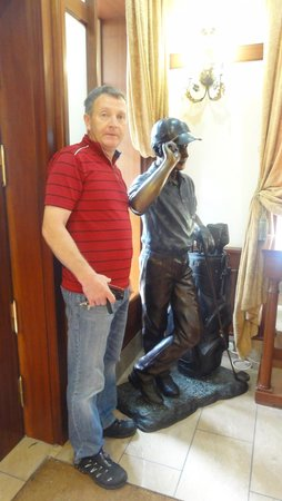 Racket Hall Country House Hotel: Golf sculpture