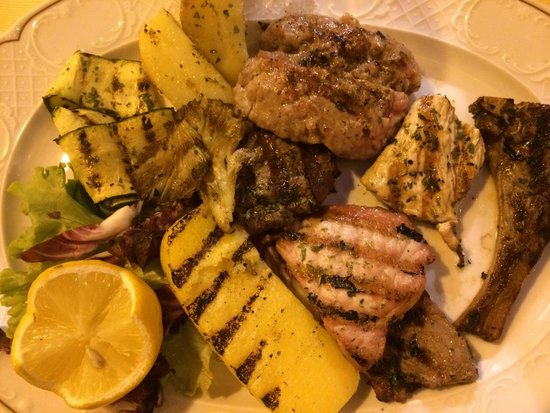 Ristorante La Torretta: Mixed grill, delicious and meat as well as vegetables and potatoes!