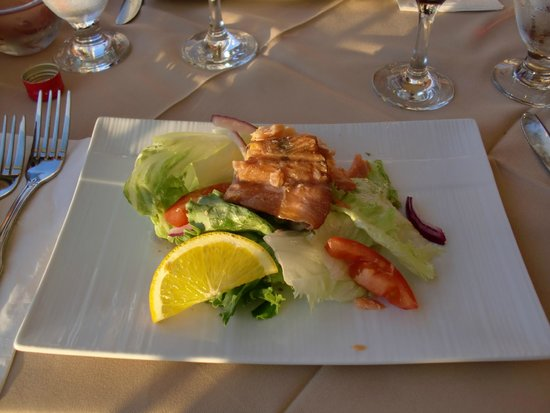 Restaurant L'Islet: salad with house smoked trout