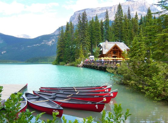 Falcon Crest Lodge: Emerald lake