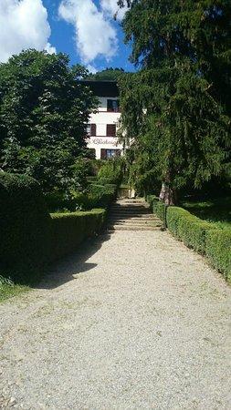 La Châtaigneraie : l'hôtel entouré de verdure