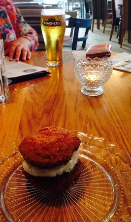 Tullie Inn: Sweet cakes!