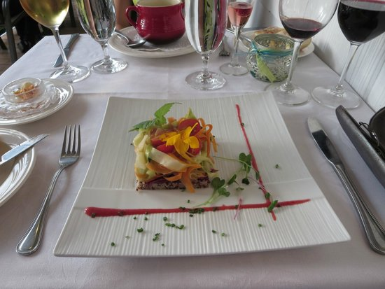 Le Cheval de Jade : Beautiful Presentation, Tasty Salad