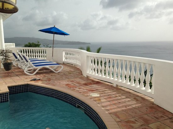 Windjammer Landing Villa Beach Resort: Our outdoor patio and private pool.