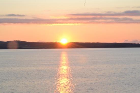 The Bowmore House: The sunset view from Bowmore House