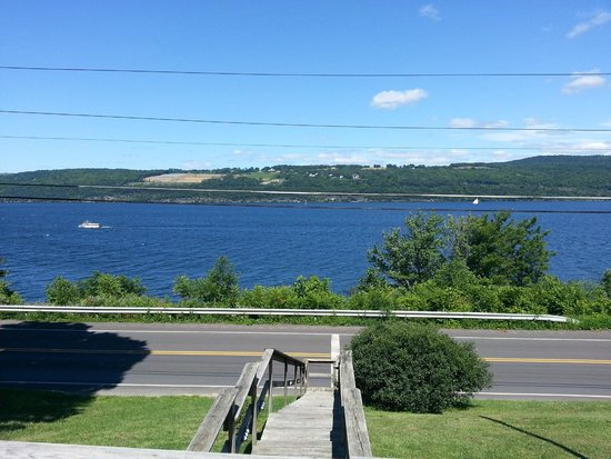 Admiral Peabody's Lakeside Lodging: View from our deck