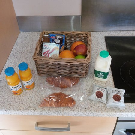 Titanic Spa Apartments: Nice breakfast hamper