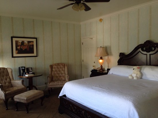 General Palmer Hotel: Room on the second floor w view of Main Street
