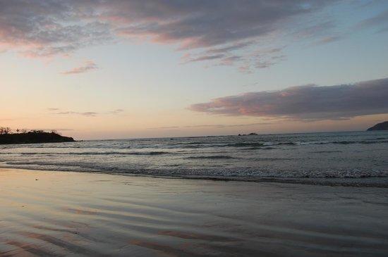 Hotel Capitan Suizo : sunset at the beach