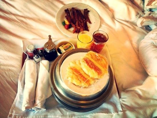 Arlington Resort Hotel & Spa: Room Service Breakfast
