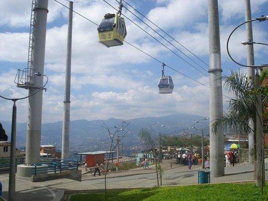 Medellin Metrocable: seguro y un pasaje para muchos
