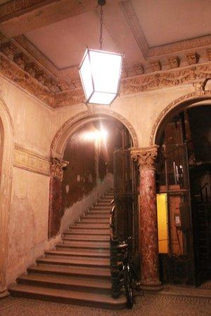 Budapest Best Apartments: Entrance Area