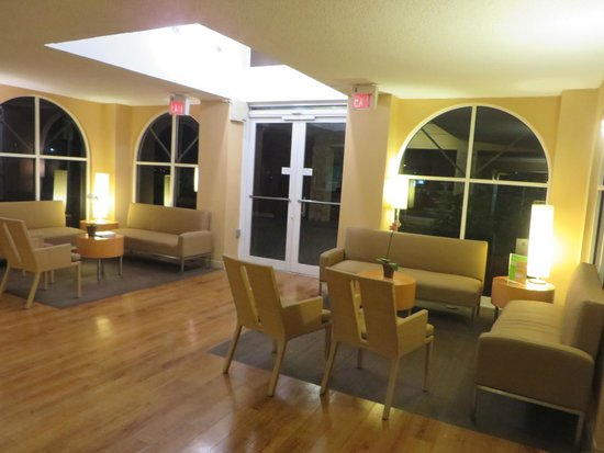 La Quinta Inn & Suites Coral Springs South: Lobby area
