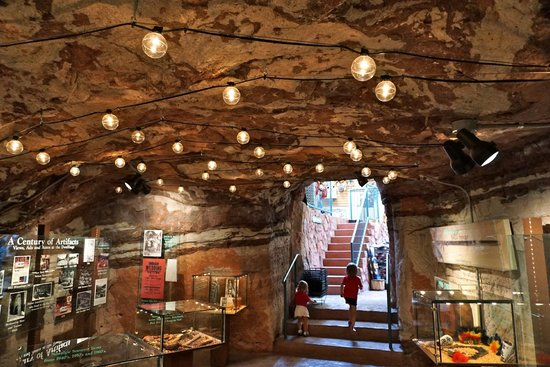 Manitou Cliff Dwellings: Museum inside
