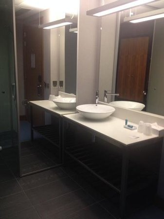 Aloft London Excel: open plan sink area