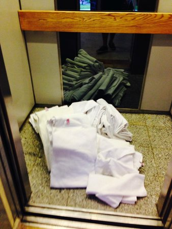 Camino Real Guanajuato : the towels in the elevator