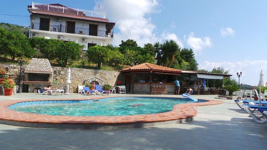 Villa Melia : Pool, and pool bar