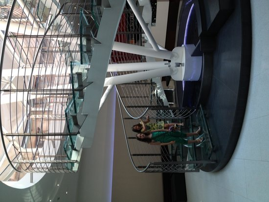 Ibis Styles Milano Centro: glass staircase in hall