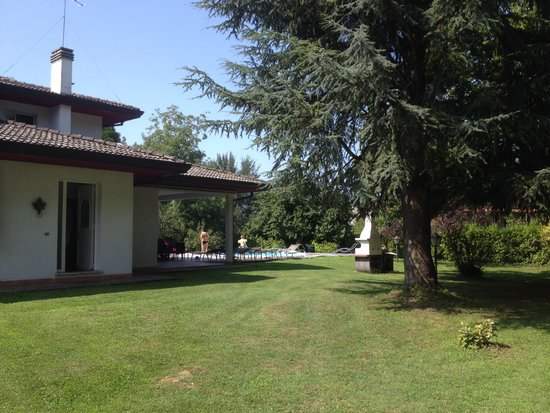 Vanessa House: House & Garden