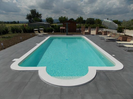 Terra Dei Santi Country House: piscina terra dei santi