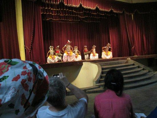 NO: 26 D Guesthouse: Danzatori e percussionisti di Kandy