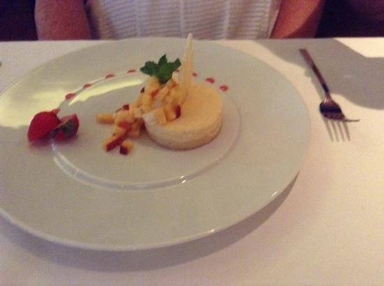 Le Grill Restaurant : nectarine dessert