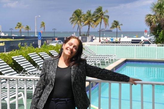 Premiere Hotel: En la pileta cerquita de la playa