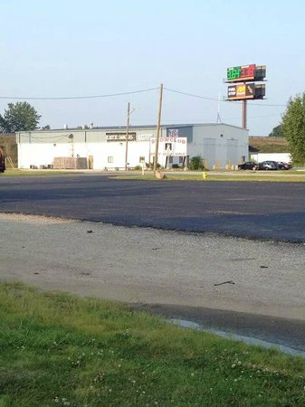 Knights Inn Crawfordsville: Strip Club right next hotel