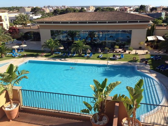 Grupotel Playa de Palma Suites & Spa: Pool view from room.
