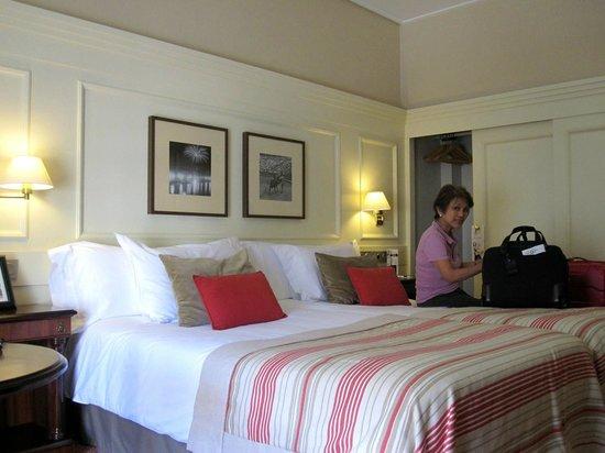 Hotel de Londres y de Inglaterra : bedroom