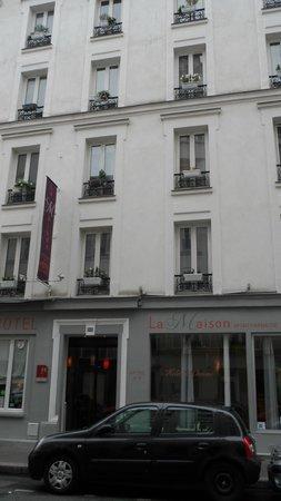 La Maison Montparnasse: Outside of the Hotel