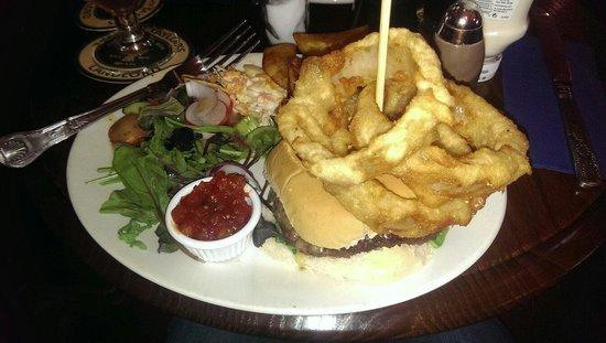 The Fleece Inn: Blue cheese burger