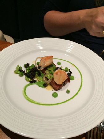 Russell's of Broadway: Scallop starter