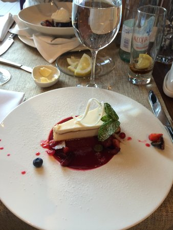 The Traveller: Cheesecake with rasberries