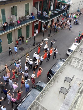 Bourbon Orleans Hotel: Wedding parade from our balcony