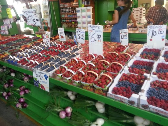 Jean-Talon Market: awesome berries