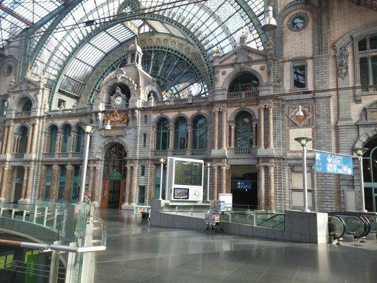 Bahnhof Antwerpen-Centraal: Estación Central