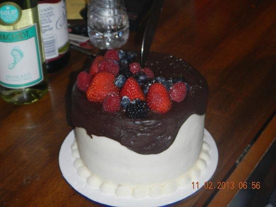 Cherokee / Great Smokies KOA: Birthday cake From Magdalenas Cakes