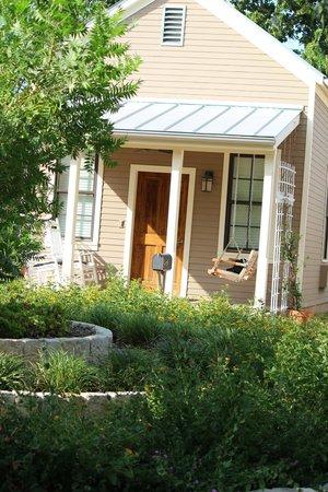Fredericksburg Herb Farm - Sunday Haus Cottages : Cabin