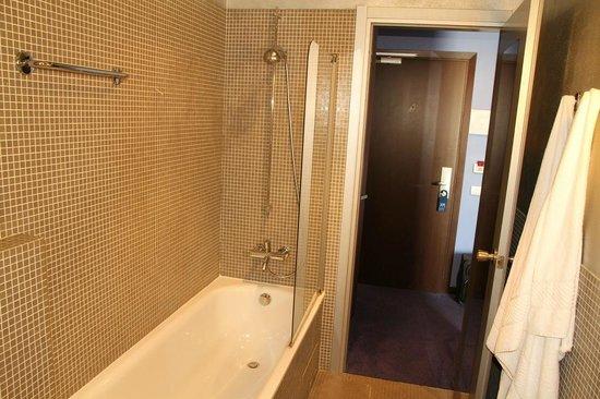 Mercure Bergamo Palazzo Dolci : Bathroom