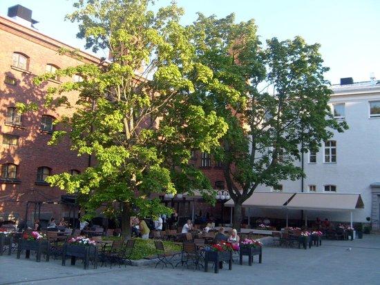 Hotel Katajanokka: Уютная летняя терраса ресторана отеля