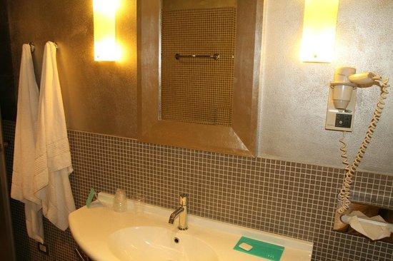 Mercure Bergamo Palazzo Dolci: Bathroom