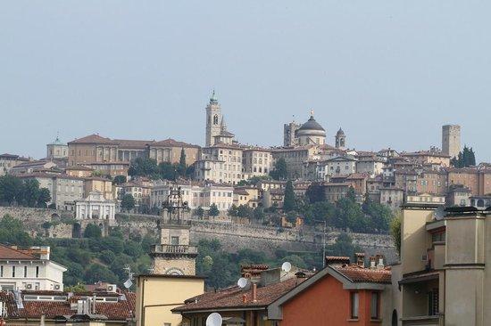 Mercure Bergamo Palazzo Dolci: View to the Citta Alta