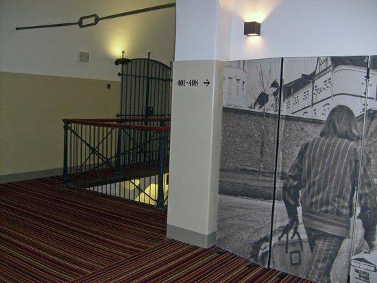 Hotel Katajanokka: Интерьер отеля хранит тюремные воспоминания