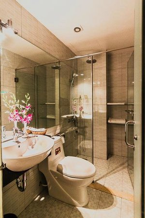 Eclipse Legend Hotel: Bathroom