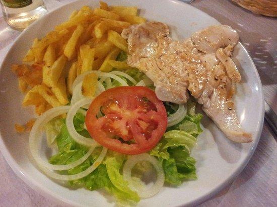 El Porche: Plato combinado n° 7: pechuga de pollo a la plancha, patatas y ensalada