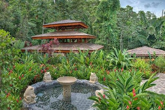 Nayara Resort Spa & Gardens: somewhere on hotel grounds